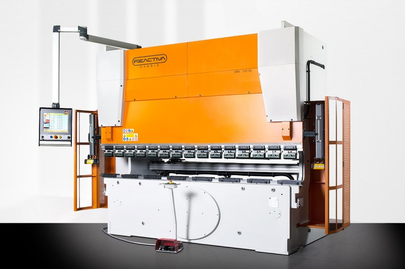 REACTIVA press brake: The advantages of hybrid technology